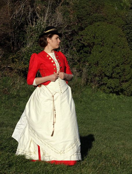 The ca. 1885 'Polly / Oliver Perks' Terry Pratchett inspired ensemble thedreamstress.com