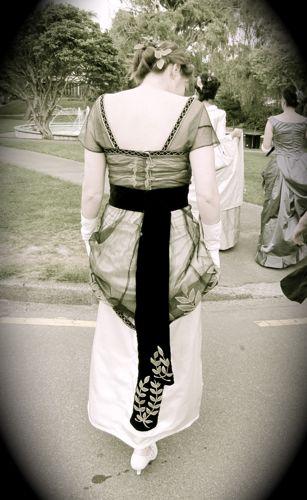 The 1910 Lady Maude Warrender Laurel Dress thedreamstress.com
