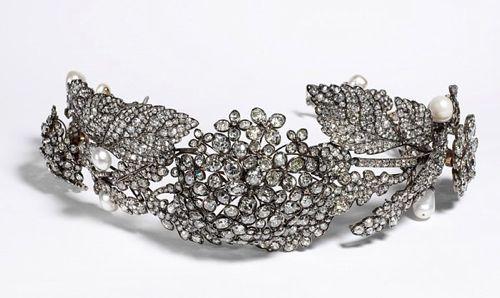 Queen Anne's lace diamond tiara, 1850, V&A