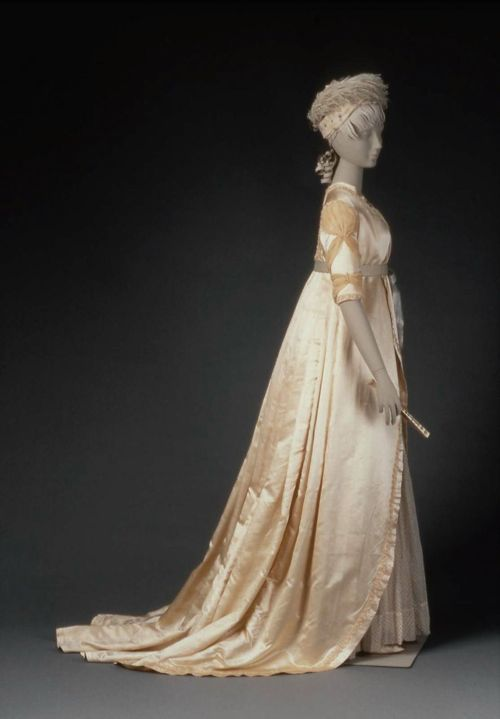 Wedding dress, 1799, MFA Boston