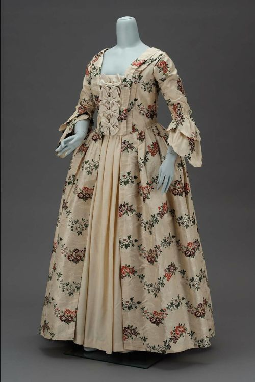18th Century Womens Party Dresses 96