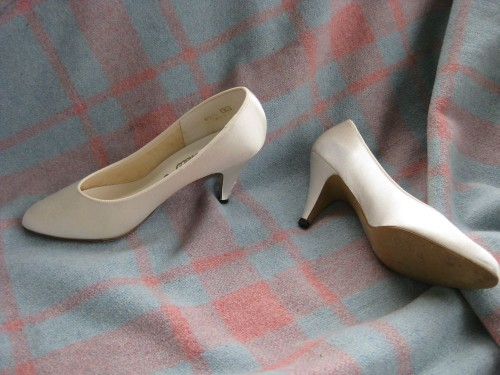 Tutorial: how to dye fabric shoes - The