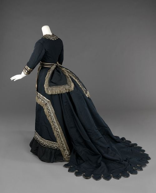 Silk mourning dress, rear view, 1872-4, American, Metropolitan Museum of Art