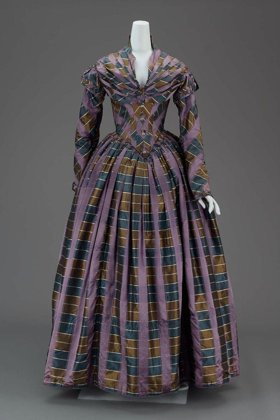 La Mode en 1842 Afternoon-dress-American-about-1840-MFAB-51.473