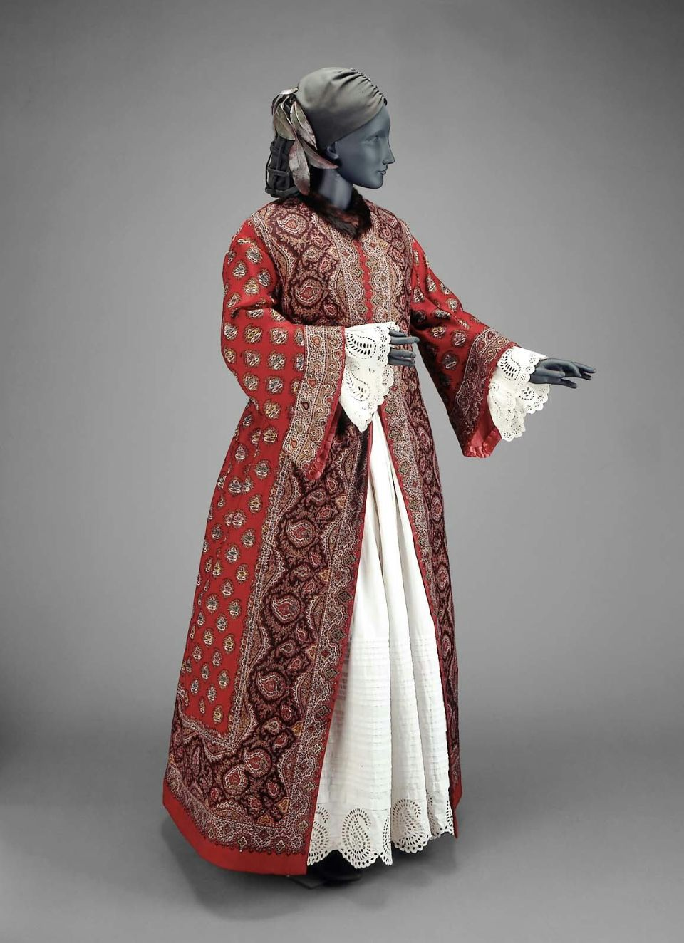 Rate the dress: a paisley dressing gown of 1855 - The Dreamstress