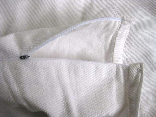 The cotton lining and invisible zip
