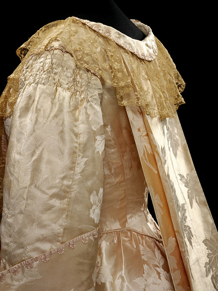 Tea gown with 18th century inspired back pleats, ca. 1905, Callot Soeurs, silk damask, lace, Victoria & Albert Museum