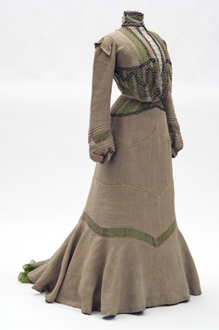 Day dress of unbleached linen with green silk underslip, 1901-2, Misses Leonard, St. Paul, US, Minnesota Historical Society