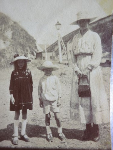 Late 1910s/ early 1920s Mother & children.  Jill, Vera & Jim