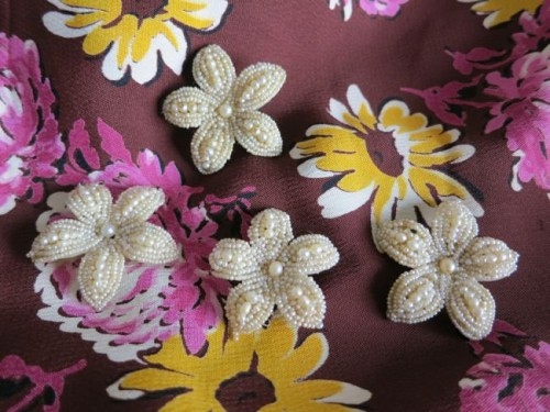 1940s buttons on 1940s floral rayon fabric