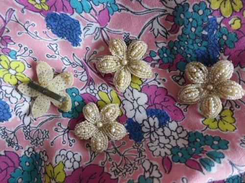 1940s beaded flower buttons