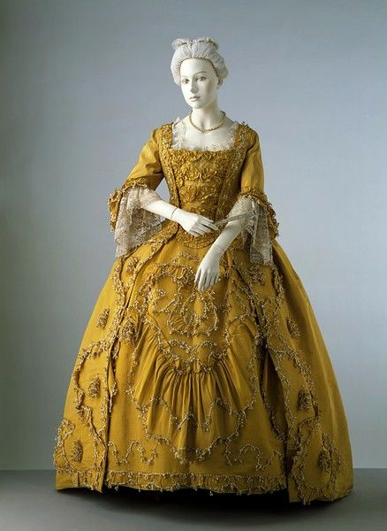 Sleeve ruffle and blonde lace, France, 1750s, V&A