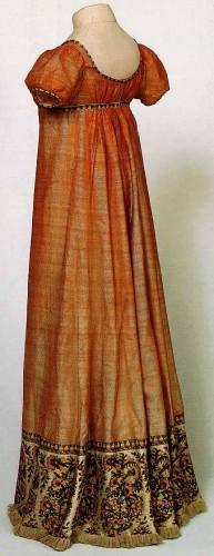 Dress with a paisley border, ca. 1810, Musée Historique de Tissu de Lyon