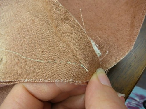 Sewing from the point of the panier side to panier bottom seam