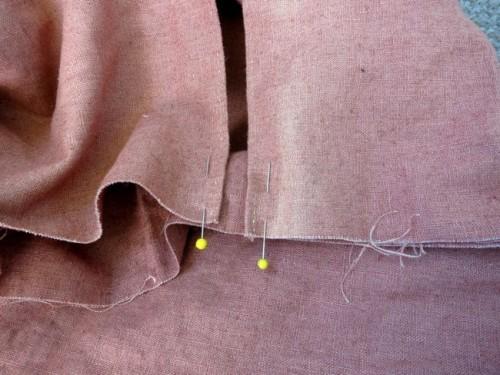 Pocket slit pinned to panier back