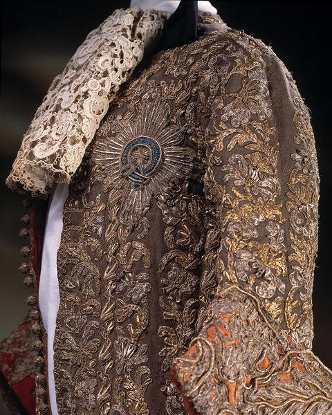 Wedding suit, English, 1673, Wool, embroidered with silver and silver-gilt thread & lined with red silk, V&A