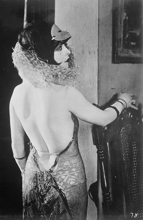 Clara Bow in an assuit dress