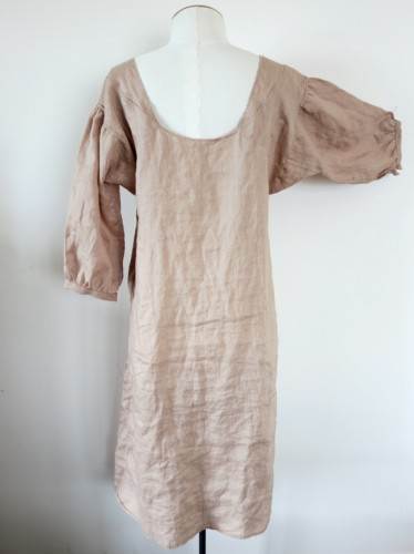 Late 18th century brown linen shift - back