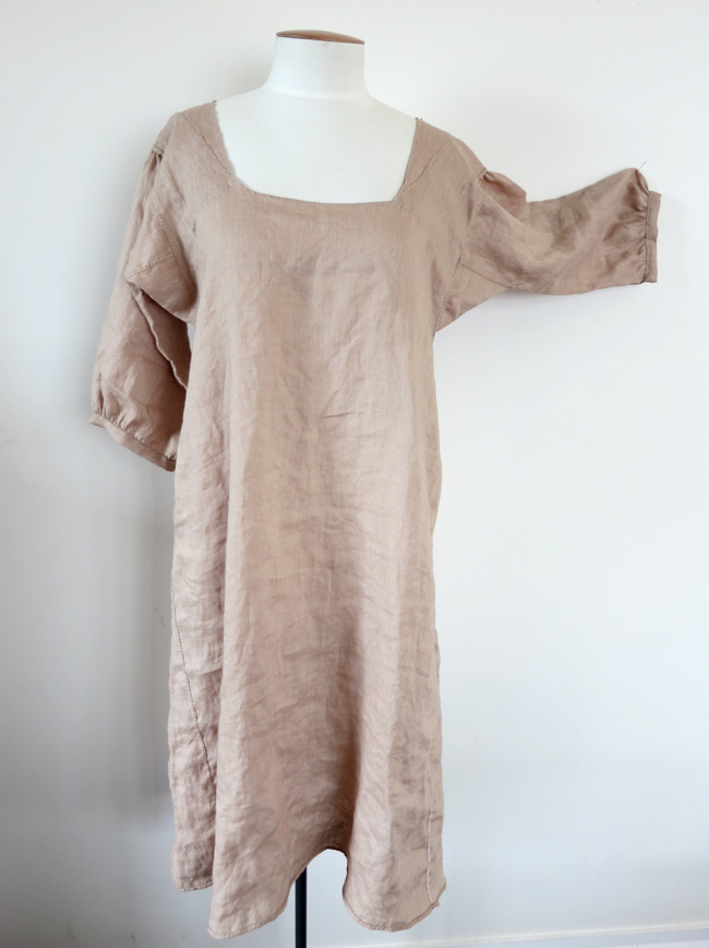 Late 18th century 'brown' linen shift
