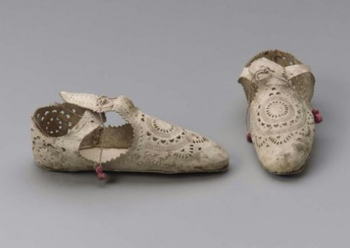 Pair of unfinished women's shoes, Italian, 1605–10, MFA Boston