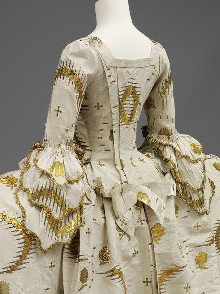 Mantua,  English from French fabric, 1755-1760 from fabric woven between 1753-1755, Silk, silver-gilt thread, linen thread, silk thread, hand-sewn, V&A