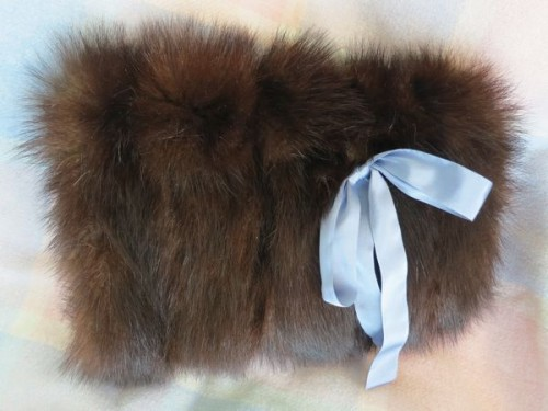 Reproduction 18th century fur muff thedreamstress.com