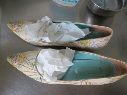 How to clean fabric shoes thedreamstress.com