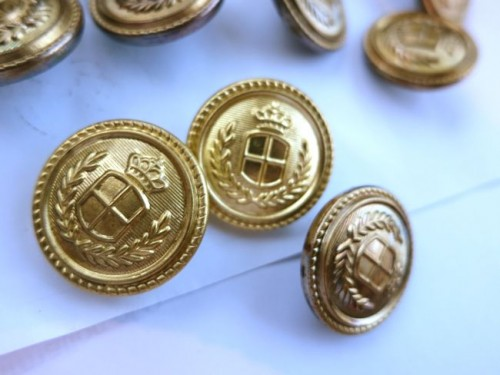 How to 'antique' cheap gold buttons & jewellery thedreamstress.com