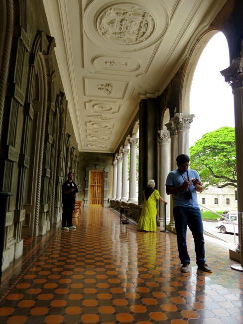 The grand lanai of 'Iolani Palace thedreamstress.com