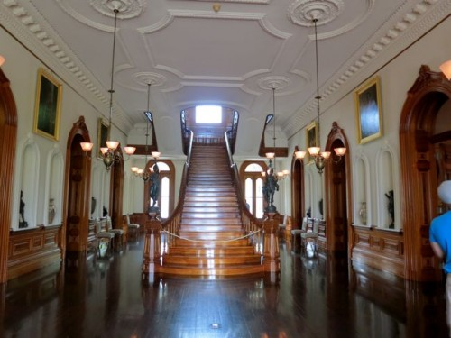 The grand koa staircase in the Great Hall of 'Iolani Palace thedreamstress.com