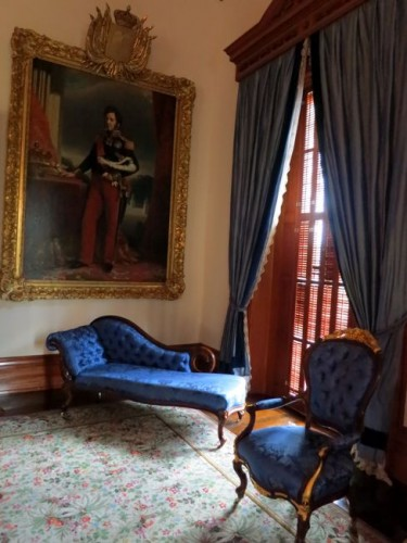 Royal Portraits and a reclining chair in the Blue Room, 'Iolani Palace