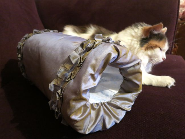 Late 18th century inspired muff thedreamstress.com
