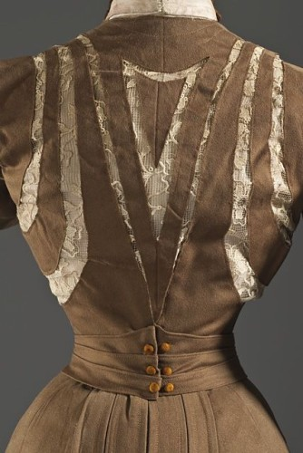 Dress, wool twill, full finish, with linen lace, silk crepe, silk velvet, and cotton plain-weave trim, France, 1900, LACMA