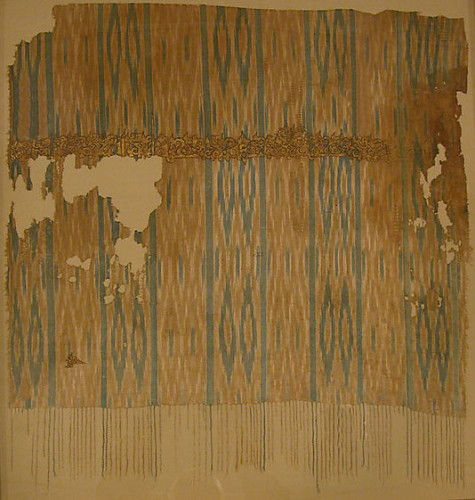 Fragment from an Ikat Shawl, late 9th–early 10th century, Yemen, Cotton, ink, gold; plain weave, resist-dyed (ikat), painted, Metropolitan Museum of Art, 29.179.10