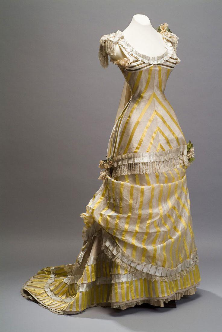Evening gown, ca. 1880, silk, gold thread, lace, silk braid and silk flowers, Museo de Historia Mexicana
