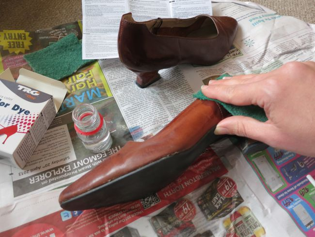 Tutorial: How to dye leather shoes & handbags - The Dreamstress