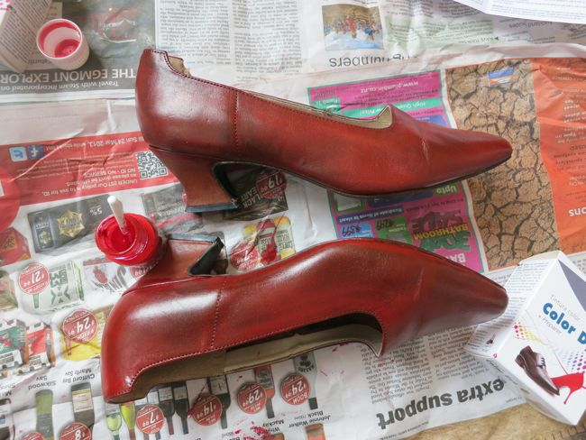 How to dye leather shoes thedreamstress.com