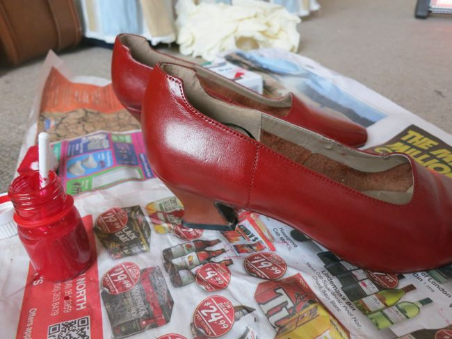 How to paint leather shoes thedreamstress.com