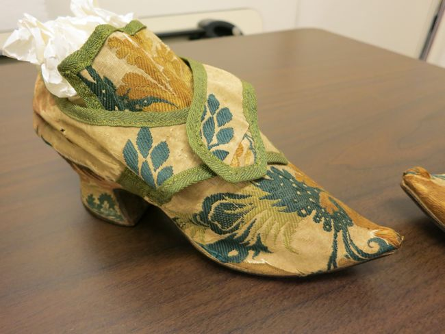 Mid-18th century shoes, collection of the Honolulu Museum of Art, thedreamstress.com