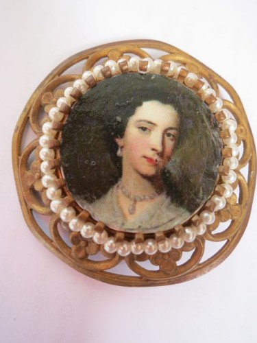 Vintage & antique inspired brooches, thedreamstress.com