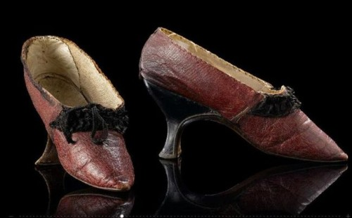 Shoes, ca 1785-95 the Netherlands, Rijksmuseum  Leather with silk ruches
