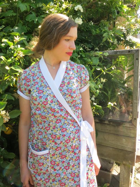 1930s inspired 'Hooverette' wrap dress thedreamstress.com