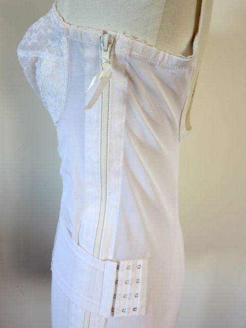 Side zip body-girdle