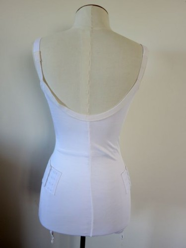 Front fastening body girdle