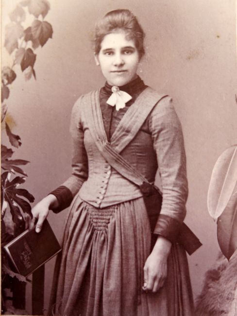 Unidentified woman, late 1880s, by Simpson & Sons, Cheshire, thedreamstress.comUnidentified woman, late 1880s, by Simpson & Sons, Cheshire, thedreamstress.com