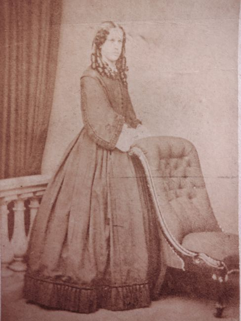Woman of London 1860s thedreamstress.com