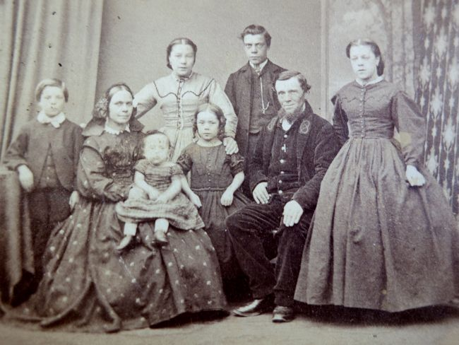 Unknown family, ca. 1863 thedreamstress.com