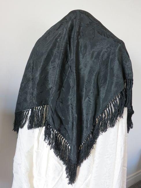 Antique shawl, thedreamstress.com