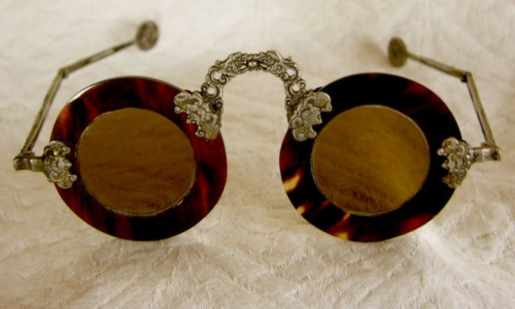 Folding spectacles of tortoiseshell, probably Chinese, pre 1900