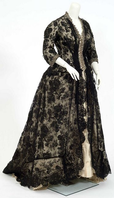 Gown worn by Mahala Pillsbury, wife of John S. Pillsbury, to ceremonies marking her husband's inauguration as the eighth governor of Minnesota in 1876, Minnesota Historical Society